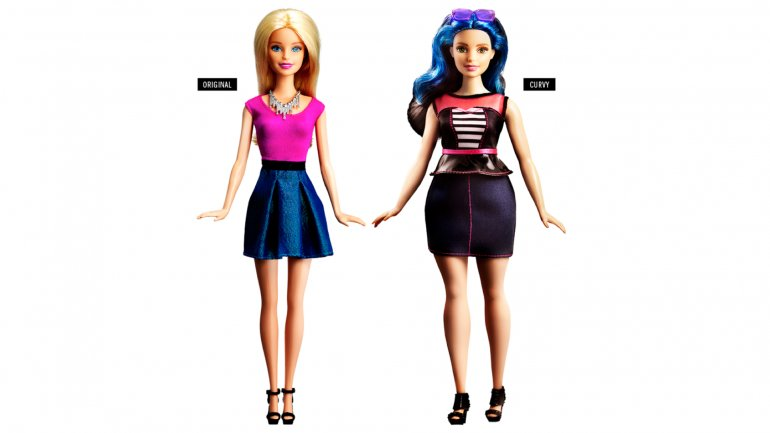 La Barbie original sigue intacta y a su lado el modelo